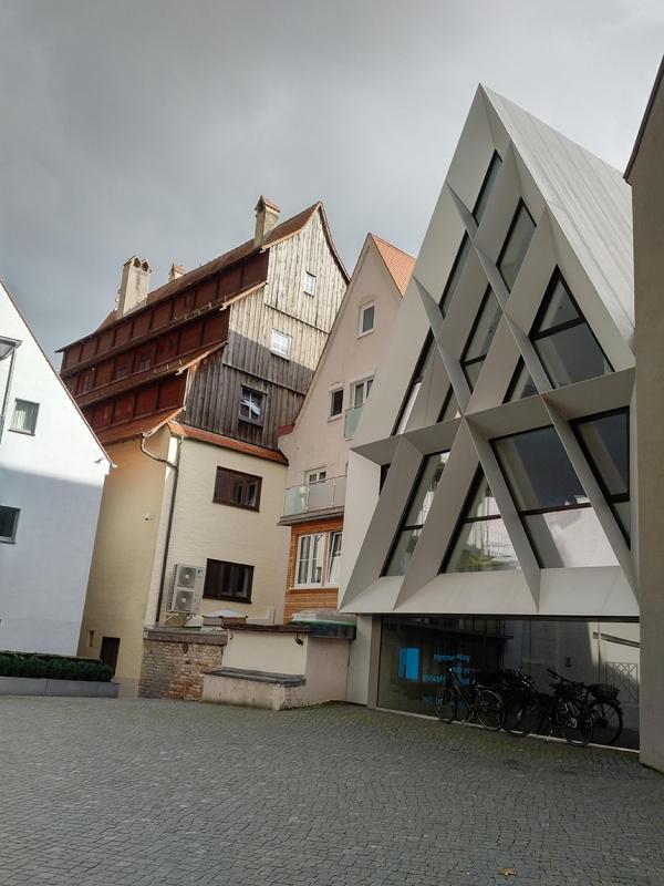 left - Siebendächerhaus