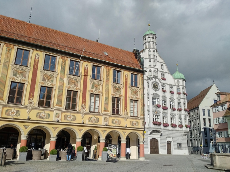 Left - Steuerhaus / Right - Rathaus