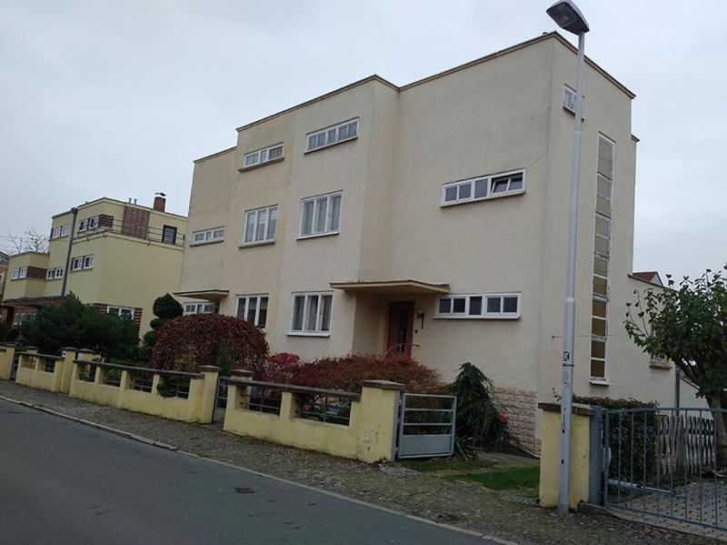 Left - Doppelwohnhäuser